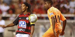 Flamengo bate Nova Iguaçu no sufoco na estreia de Ronaldinho (VIPCOMM)