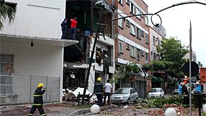 Explosão de aquecedor destrói hotel, mas não deixa feridos em Blumenau (Edgar Gonçalves Jr./Agência RBS)