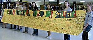 Alunos de Columbine, EUA, enviam mensagens a vítimas de Realengo (Reprodução/TV Globo)