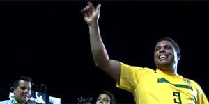 Assista AO VIVO: Ronaldo recebe homenagens no intervalo do jogo (TV Globo)