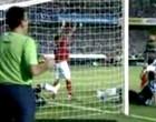 Reação de 5º árbitro em lance causa polêmica (Reprodução)