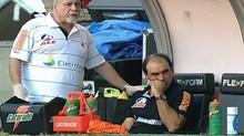 Ricardo Gomes passa mal no clássico entre Vasco e Fla (Foto: Reprodução TV)