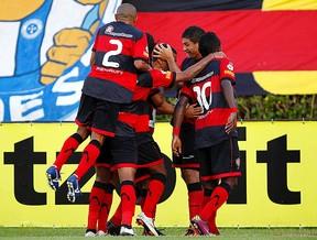 jogadores vitória gol bahia  (Foto: Agência Futura Press)