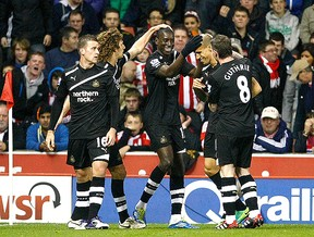 demba ba Stoke x  Newcastle (Foto: AP)