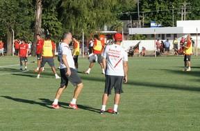 dorival júnior treino técnico do inter (Foto: Diego Guichard / GLOBOESPORTE.COM)
