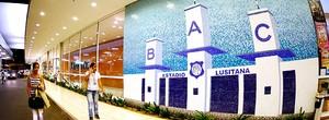 Clube onde Pelé deu primeiros chutes hoje é um supermercado (Marcos Ribolli / Globoesporte.com)