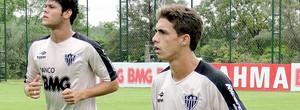 Neto Berola volta a treinar e é opção para jogo decisivo com o Guarani (Valeska Silva / Globoesporte.com)
