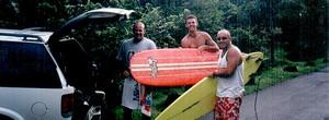 No Havaí, Guga demonstra coragem de número 1 para enfrentar o tow in (Divulgação)