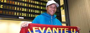 Sem licença para atuar no Arsenal, Wellington  Silva vai para o Levante e se compara a Ronaldo (Divulgação / Site Oficial)