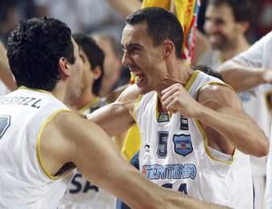Gutierrez e Prigioni Argentina x Brasil Mundial de basquete