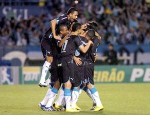 Comemoração do Grêmio na partida contra o Atlético-GO