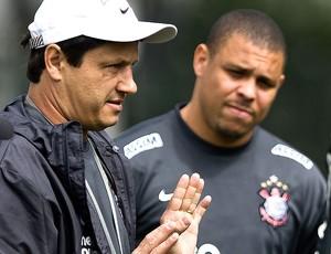 Adilson Batista e Ronaldo no treino do Corinthians