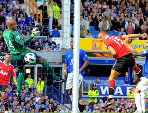Vidic marca gol do Manchester United contra o Everton