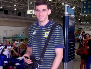 João Paulo Tavares, no embarque da seleção brasileira de vôlei