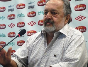 Luis Álvaro, presidente do Santos, no CT Rei Pelé