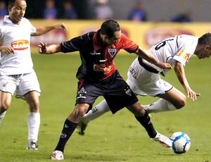 Danilo sofre falta Santos