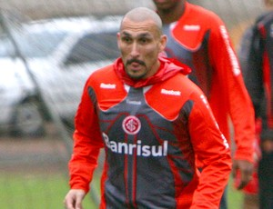 Guinazu no treino do Internacional