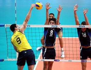 Théo jogo vôlei Brasil contra Tunísia