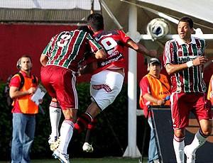 Washington em lance de jogo entre Fluminense e Vitória