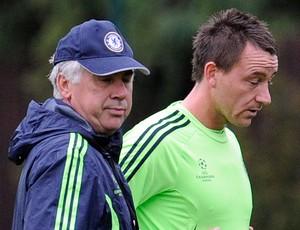 Carlo Ancelotti e John Terry no treino do Chelsea