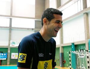 Dante comemora aniversário no treino do Brasil
