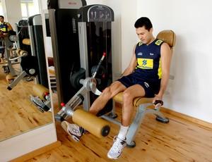 Marlon faz musculação no Mundial de Vôlei