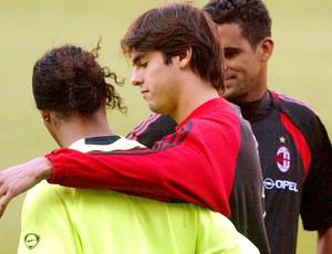 Kaká e Ronaldinho em treino do milan