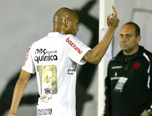 Souza gesto obsceno Vasco x Corinthians
