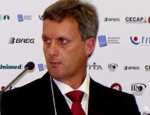 médico Edílson Thiele, do atlético-pr (Foto: Mauricio Mano / Site Oficial do Atlético-PR)