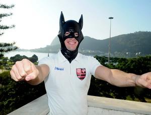 diego hypolito máscara batman