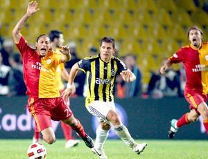 Lance do jogo Fenerbahce 0 - 0 Galatasaray (Foto: EFE)