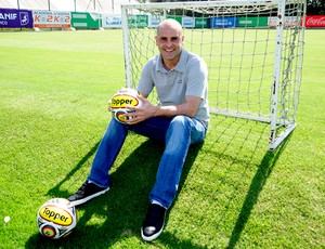 marcos do palmeiras com a bola do paulistão 2011 (Foto: Marcos Ribolli / Globoesporte.com)