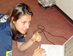 Mundial Feminino de Vôlei - Dani Lins tenta achar posição com laptop