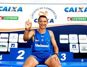 atletismo Valdir Sérgio de Oliveira maratona corrida de rua (Foto: Luiz Doro / adorofoto)