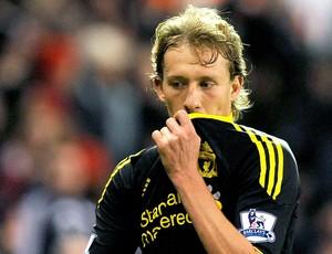 Lucas é expulso no final da partida entre Liverpool e Stoke City
