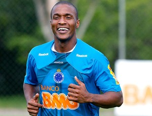Gilberto no treino do Cruzeiro  (Foto: Washington Alves / VIPCOMM)
