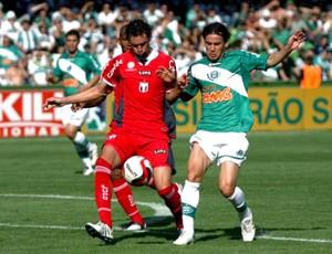 lance de jogo entre Coritiba e Guaratinguetá