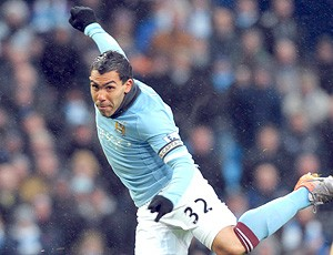 Carlos Tévez Gary Chaill - Manchester City x Bolton Wanderers (Foto: EFE)