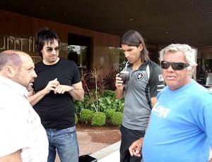Loco Abreu no hotel da concentração do Botafogo