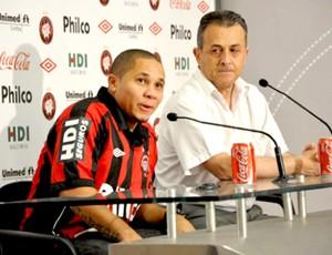 Madson é apresentado no Atlético-PR