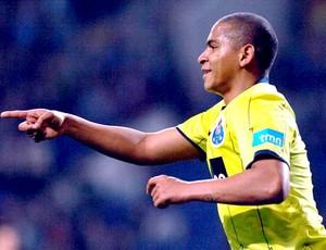 Walter comemora gol do Porto contra o Juventude