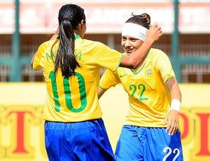 Marta e Thaís comemoram gol na partida do Brasil contra a Holanda (Foto: Bruno Miani / ZDL)