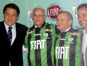 dirigentes do América-MG e novo patrocinador do clube (Foto: Leonardo Simonini / Globoesporte.com)
