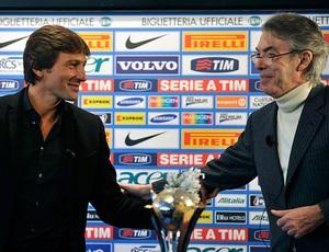 Leonardo e Massimo Moratti  na apresentação no Inter de Milão (Foto: Reuters)