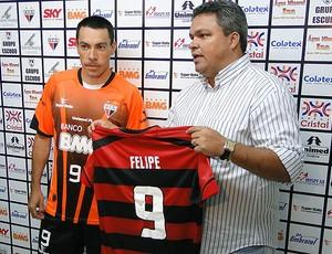 Felipe apresentado no Atlético-GO