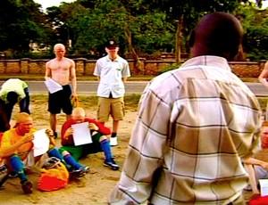 Atletas do Albino United durante preleção na Tanzânia