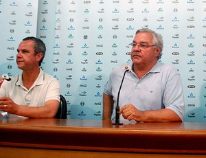 Paulo Odone durante coletiva do Grêmio