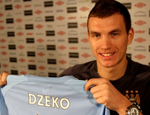 dzeko com a camisa do manchester city