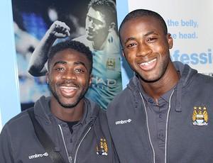 Kolo Touré e Yaya Touré Manchester City (Foto: Site Oficial do Clube)