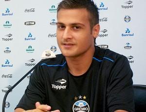 Pessalli durante entrevista do Grêmio (Foto: Eduardo Cecconi / GLOBOESPORTE.COM)